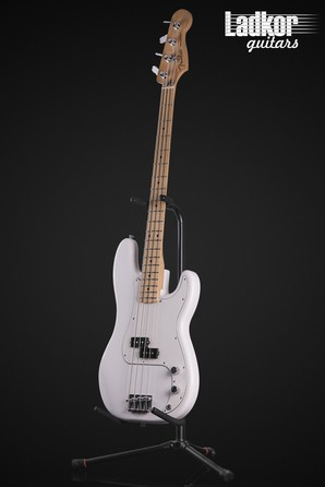 2018 Fender Player Precision Bass Polar White Maple FB MIM
