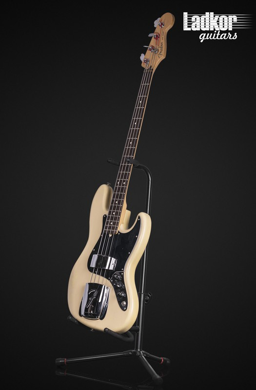 2003 Fender American Highway One Jazz Bass Satin Honey Blonde